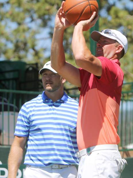 Mulder puts up a jumper on the 17th hole Sunday as former NFL linebacker Brian Urlacher looks on.