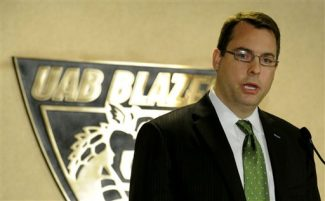 This photo made Tuesday, March 27, 2012, shows new UAB basketball coach Jerod Hasse during a news conference in Birmingham, Ala.  ( AP Photo/The Birmingham News, Beverly Taylor ) MAGS OUT