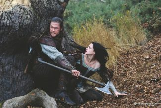 """""""Thor"""" star Chris Hemsworth and """"Twilight"""" franchise star Kristen Stewart look pretty and distraught in """"Snow White and the Huntsman."""""""
