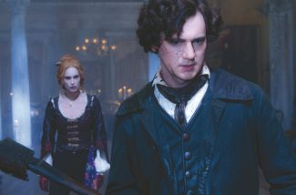 Bloodied vampire hunter Abraham Lincoln (Benjamin Walker) readies for battle with Vadoma (Erin Wasson).