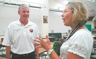 Axie Navas / Tahoe Daily TribuneState Superintendent of Public Instruction Tom Torlakson chats in Spanish with ISSI faculty member Linda Bernhardt on Monday.