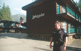 Axie Navas / Tahoe Daily TribuneLt. Brian Williams coordinates with other police Thursday at the Ambassador Motor Lodge, where suspect Agustin Bautista had barricaded himself in two of the first-floor rooms in the background.