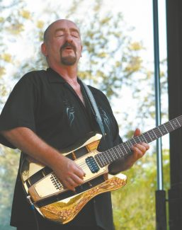 Dave Mason plays the Harrah's Lake Tahoe South Shore Room on Saturday. Concertgoers should plan to make it snappy because the show starts at 7:30 p.m.