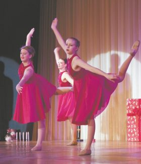 """""""Twas the Night Before Christmas"""", a special holiday production by Lake Tahoe's Shining Stars of the Marcia Sarosik Dance Studio, returns to Harrah's Tahoe  for two performances on Sunday, Dec. 2."""