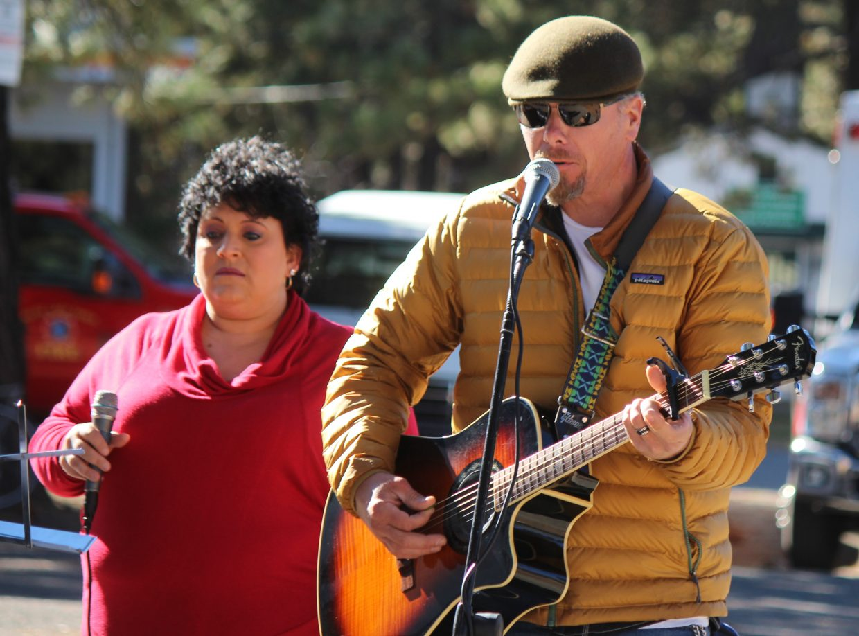 Jill Sharlow-Miller (left) and Davin Kangas perform Saturday.