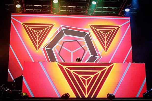 @madeon in the middle of some serious geometry last night at @snowglobe.