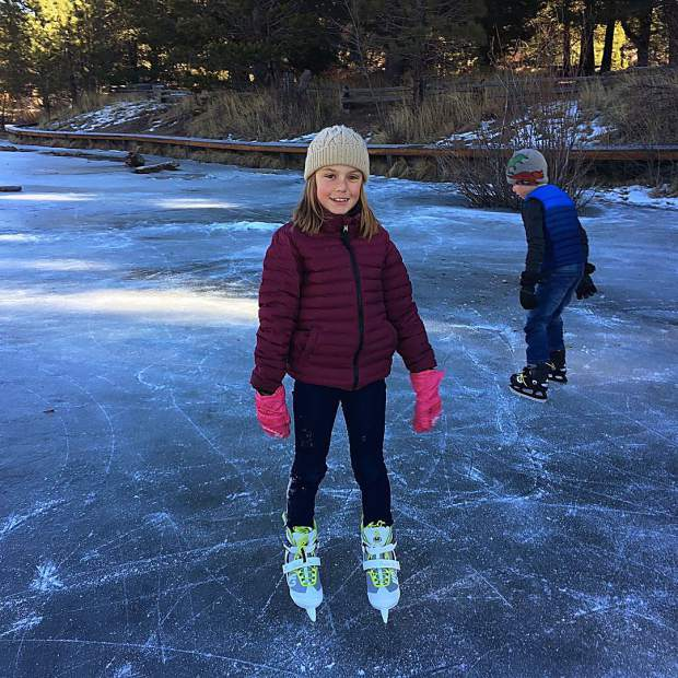 There's still no snow... so we picked up some skates from @bluezonesports and took them to Saw Mill Pond.