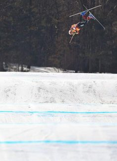 Chris Del Bosco crashes hard in Olympic ski cross event