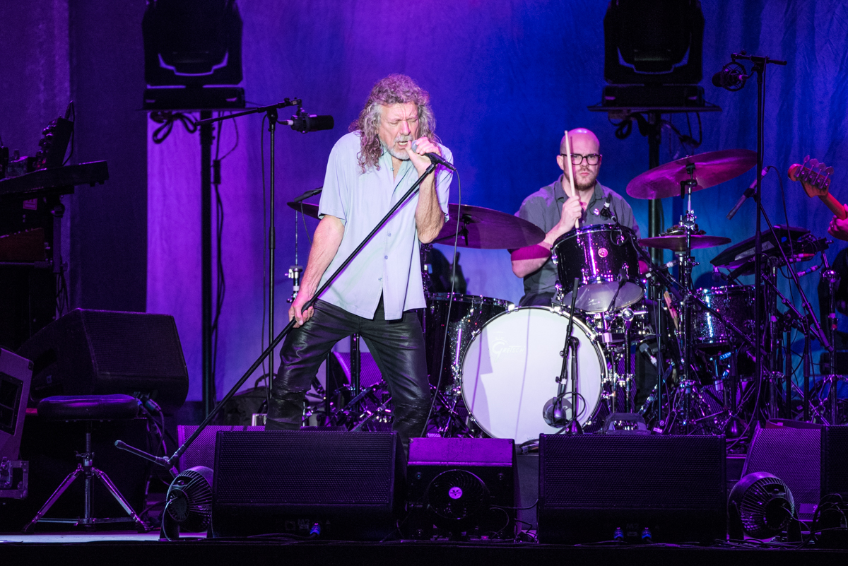 Robert Plant and the Sensational Space Shifters performing their