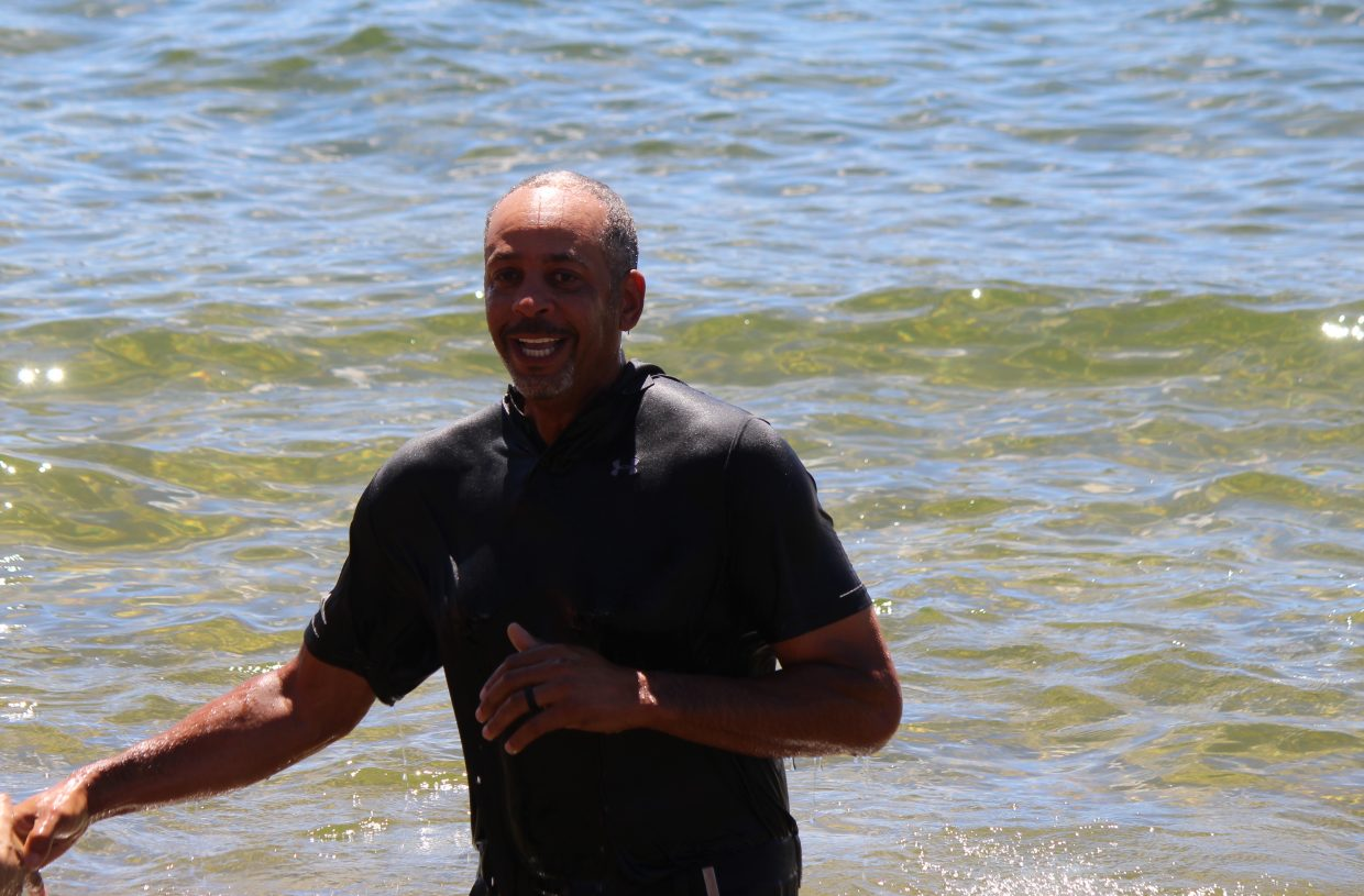 e810e3601f38 Dell Curry went for a dip in Lake Tahoe after losing a bet to his son. Steph  Curry narrowly missed a pass from Tony Romo on hole 17.