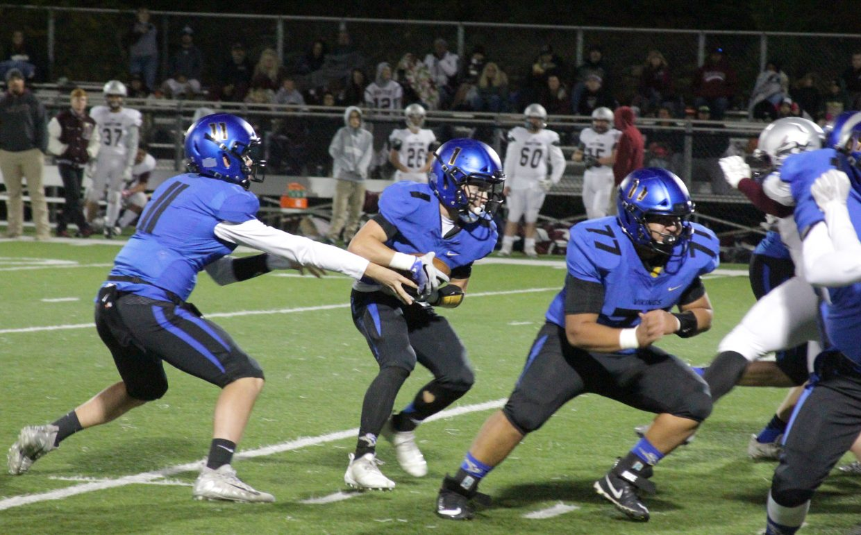 Vikings quarterback Jake Tarwater hands off to James Knudsen.