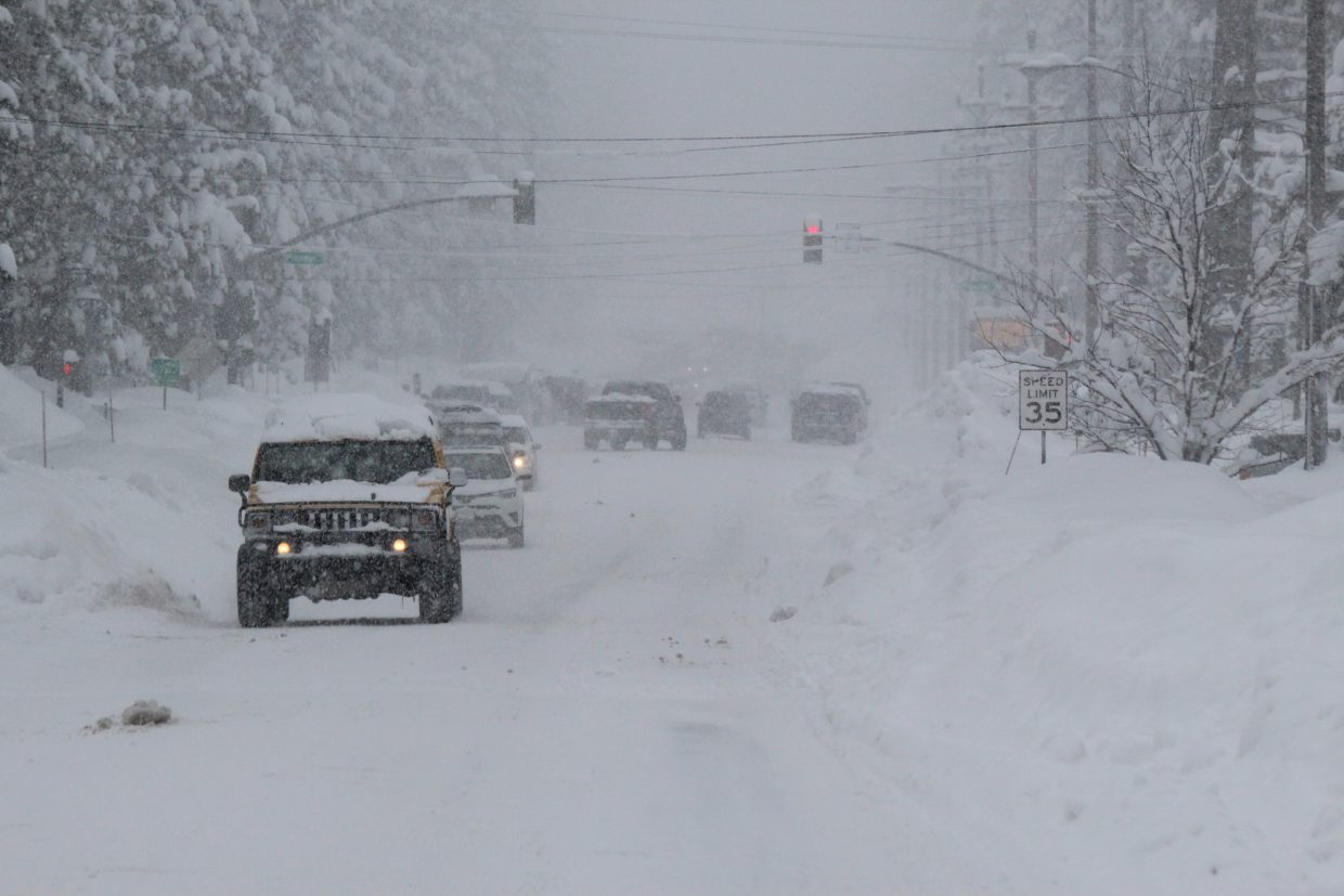 f1b4f27550 Winter storm may bring 4 feet of snow in 3 days to Lake Tahoe ...