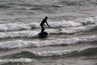 Surfing in Lake Tahoe: Riding waves at Kings Beach (video)