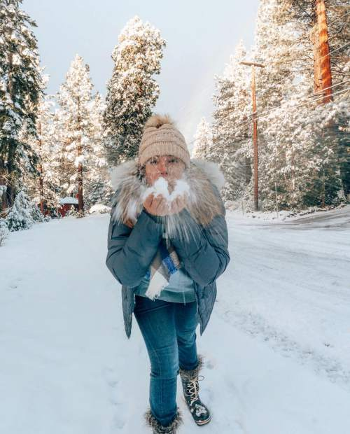 Do you want to build a snowman?! I do love playing in the snow, hearing the crunch underneath your feet. Beautiful Tahoe memories! is it still snowing where you're at?!