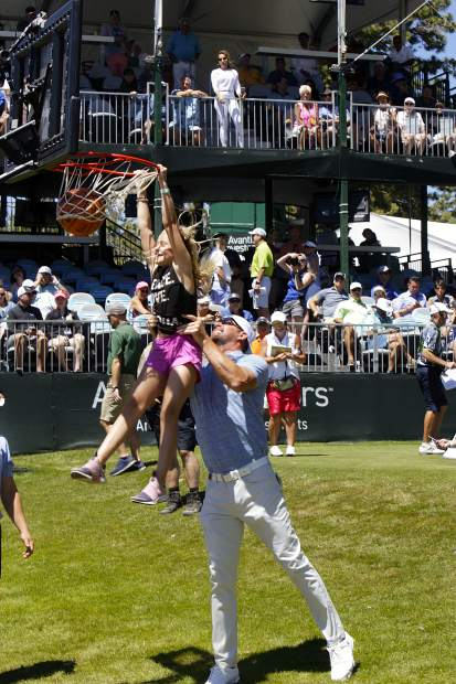 Mark Mulder lifts his daughter up for a dunk on hole 17.