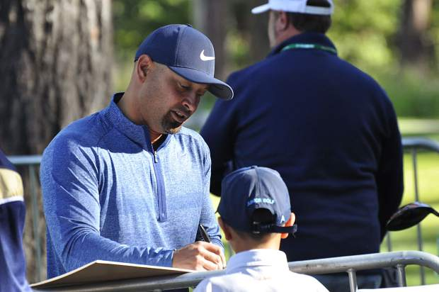 Former MLB star Shane Victorino signs autographs Tuesday.