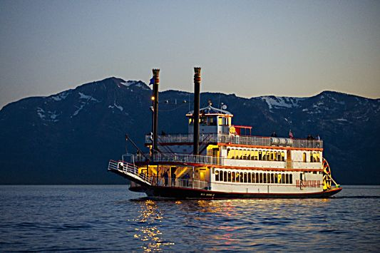 MS Dixie II will host a romantic Valentine's Day evening cruise.